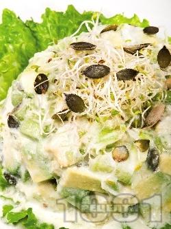 Млечна салата с авокадо и тиквички - снимка на рецептата